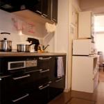 キッチンは十分な広さ(しかし料理はまだしていない)